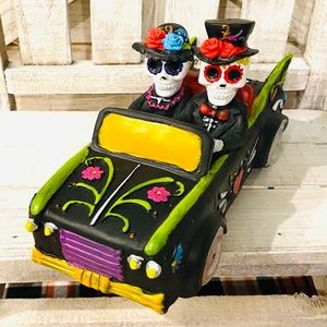 Day of the Dead Couple in Car